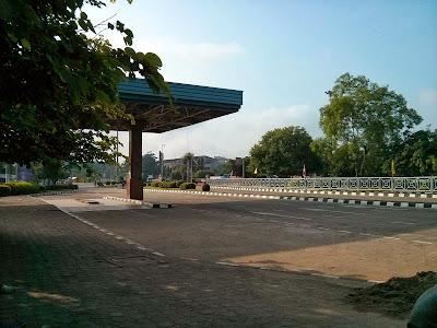 A Ponte da Amizade visto a partir da fronteira com a Tailândia