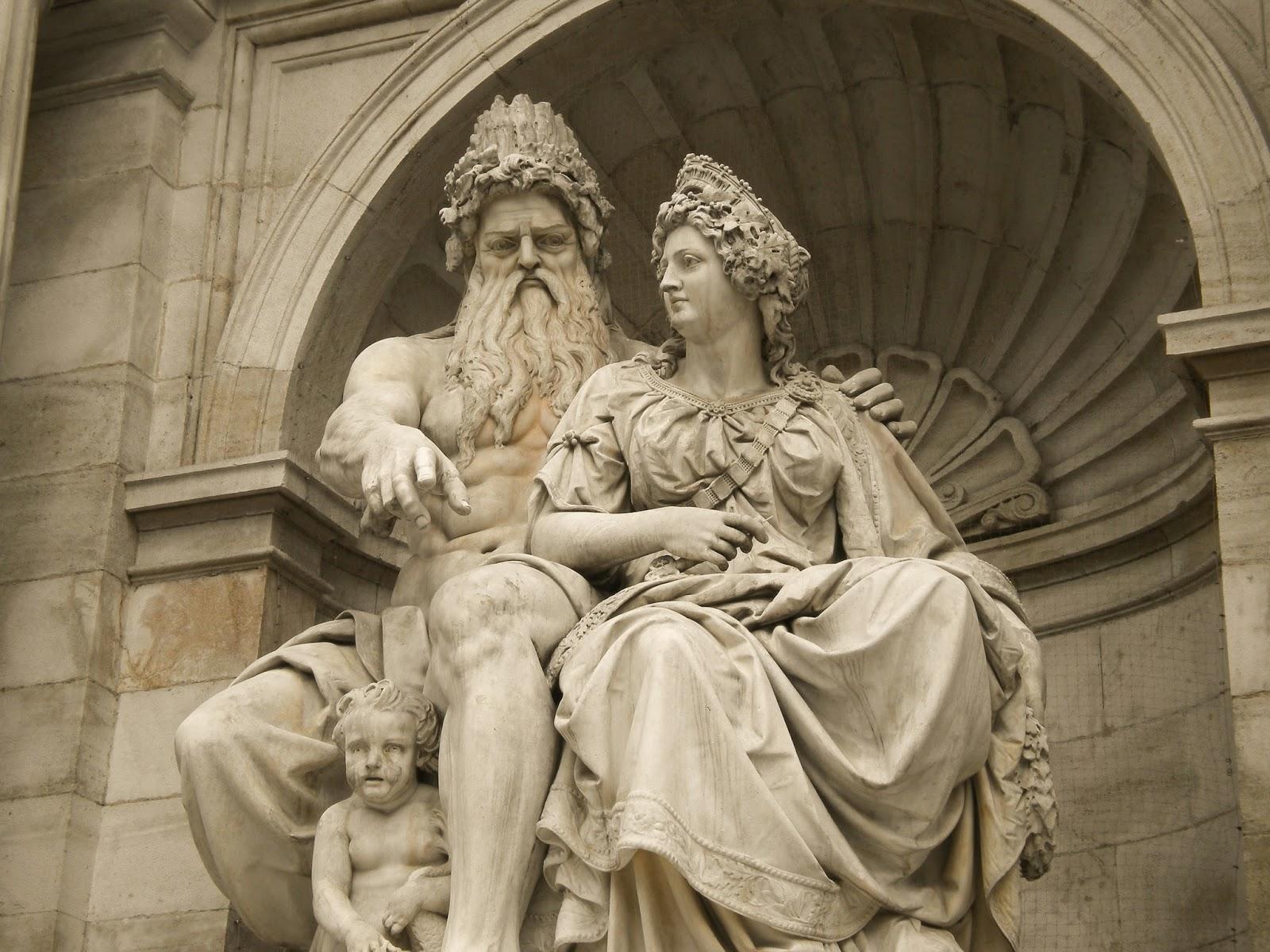 Statue von Zeus und He...