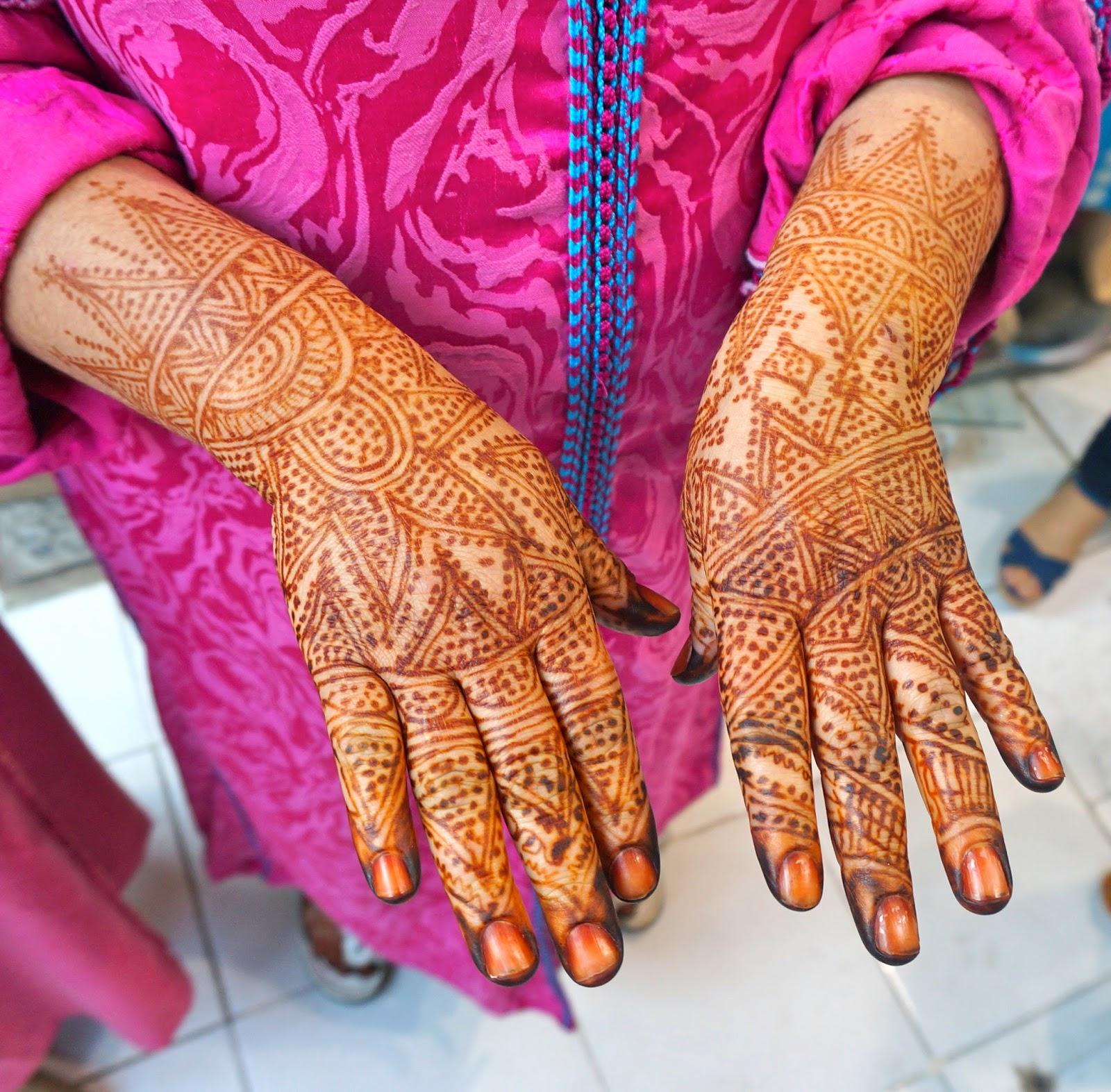 Eshkol HaKofer Hey Hannaya A Moroccan Henna Artist In Action