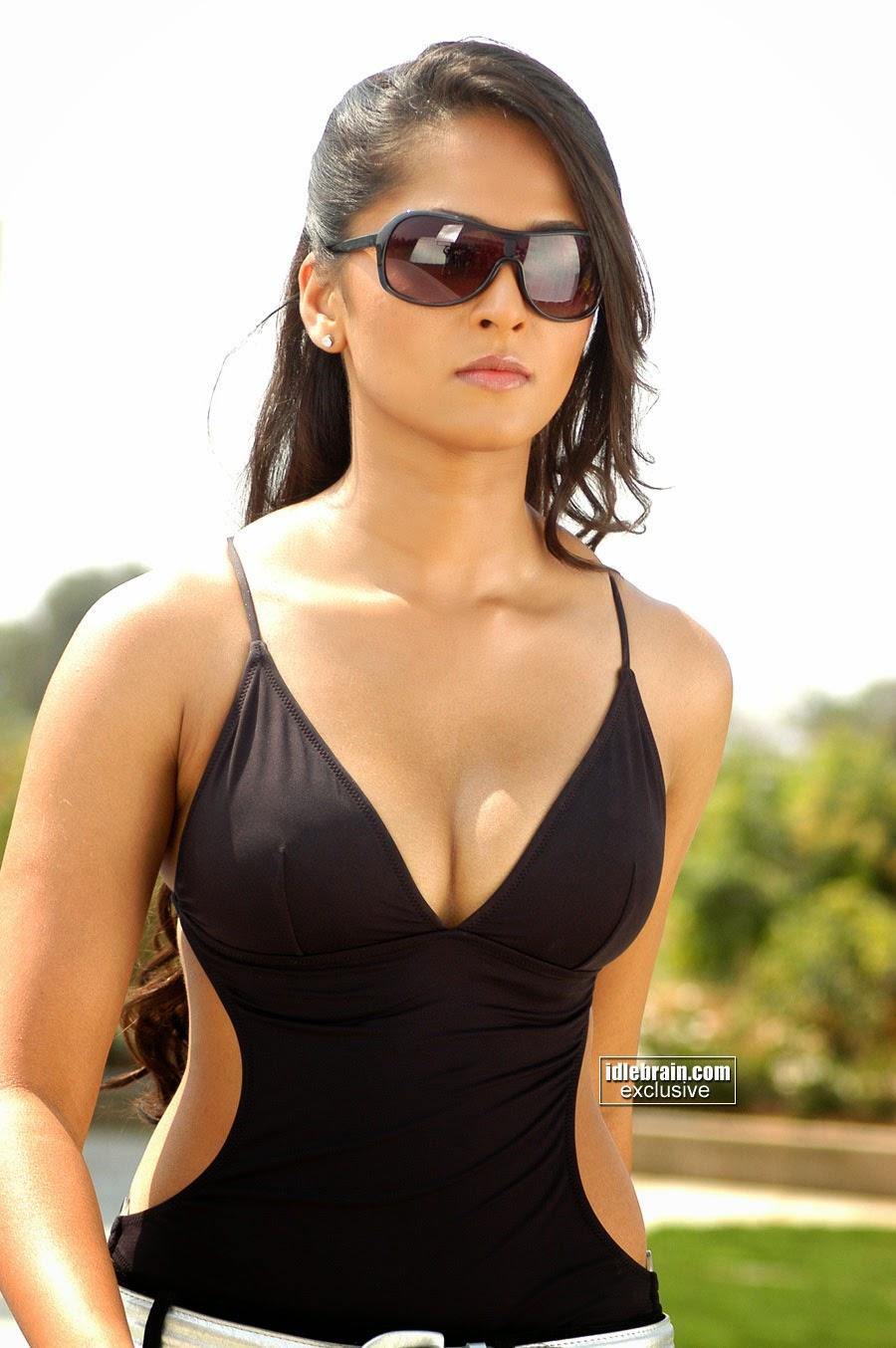 Anushka hot stills at telugu film Billa
