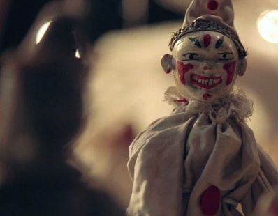 http://bloody-disgusting.com/videos/3315427/super-scary-clown-teased-ash-freak-show-opening-credits/