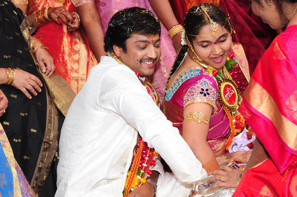 LATEST MOVIE MASALA Aryan Rajesh Suhasini Marriage Photos Gallery Aryan Rajesh Wedding Pictures