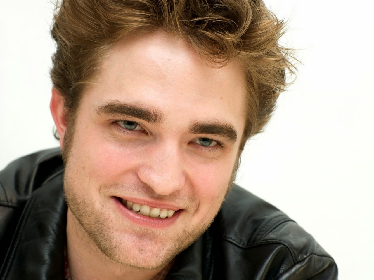 Celebrity Wallpapers: Horoscope says no girlfriend for ... Robert Pattinson