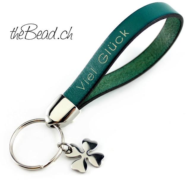 Schlüsselanhänger mit graviertem Text von www.thebead.ch