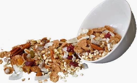 Servera müslin med hälsosam smoothie och njut