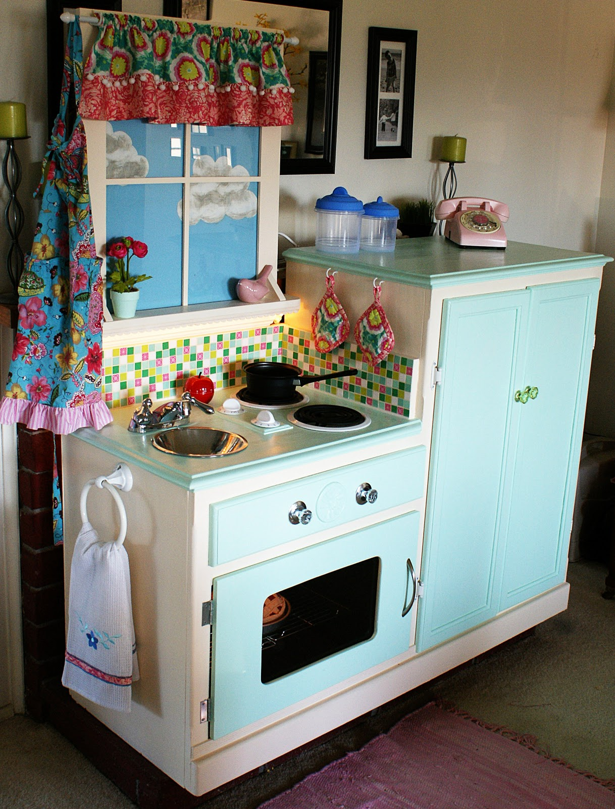 Easy peasy pie play kitchen for Play kitchen designs