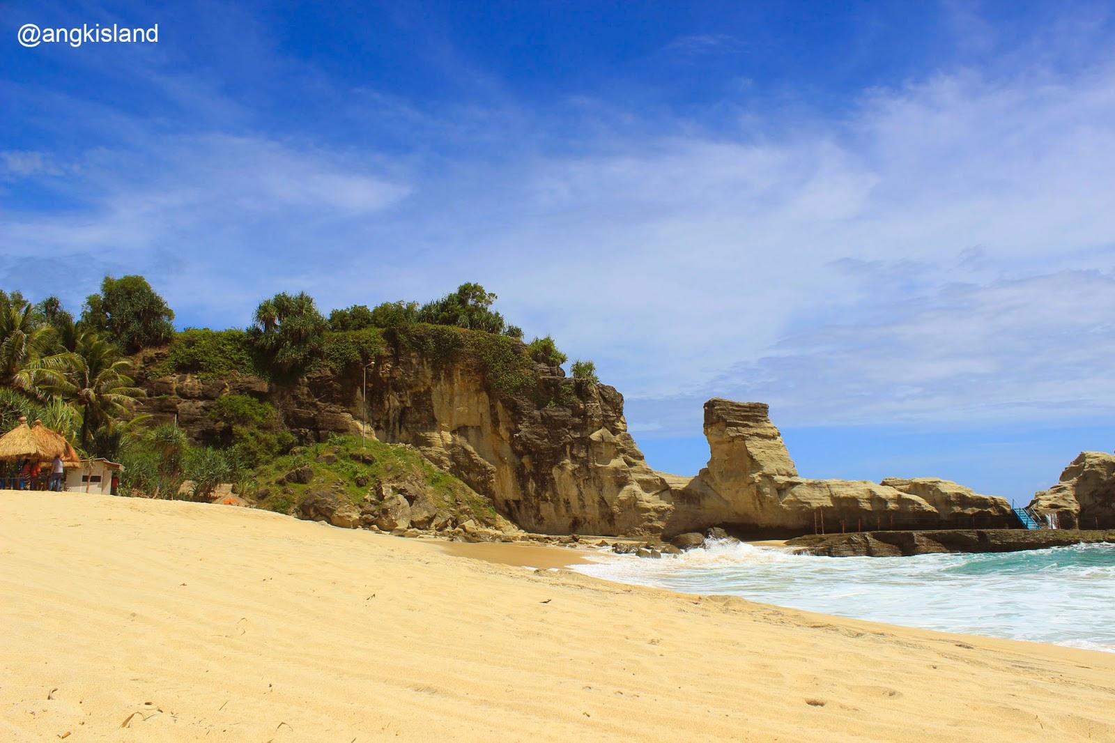 pasir putih pantai klayar