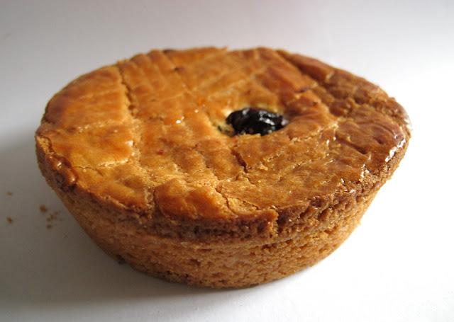 Gâteau basque à la cerise - Pâtisserie Henriet