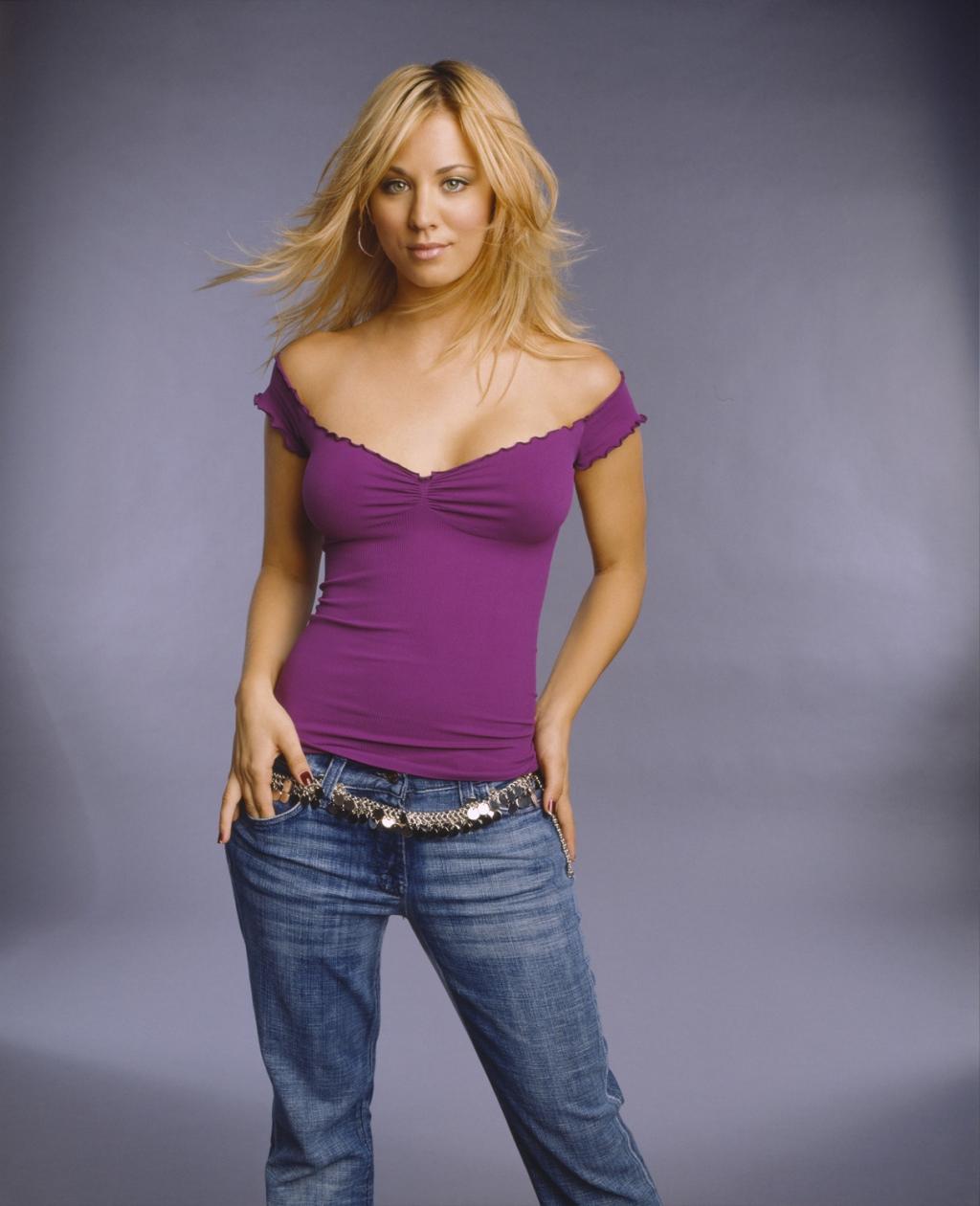 http://1.bp.blogspot.com/-k_UXCq9Qilc/UTrE19Z-fBI/AAAAAAAADc0/__0hnTwjREc/s1600/kaley-cuoco-in-off-shoulder-blouse-with-sequin-belted-jeans-person-photo-u1.jpg