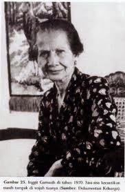 Inggit Garnasih, pendamping Soekarno saat susah....!!!