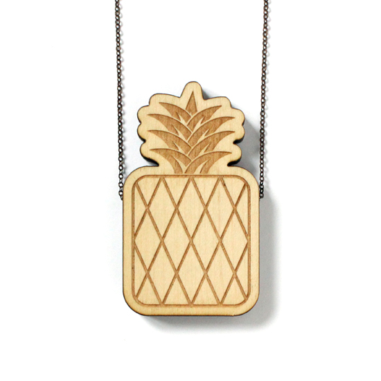 http://www.lesfollesmarquises.com/product/pendentif-bois-massif-ananas