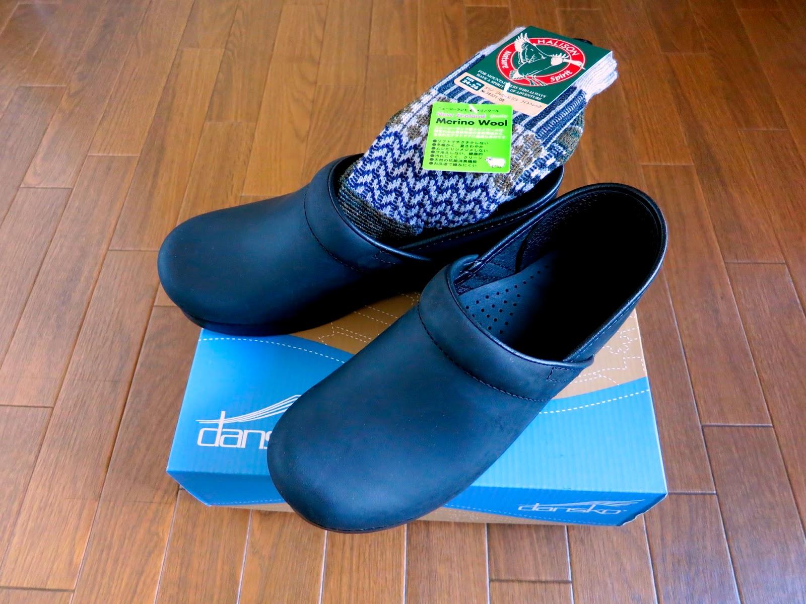 アメリカの靴ブランドで、かつてサボという「つっかけサンダル」風の靴で人気だったブランドのものです。サボは買ったことがありませんが、たまたま最近買った数冊の