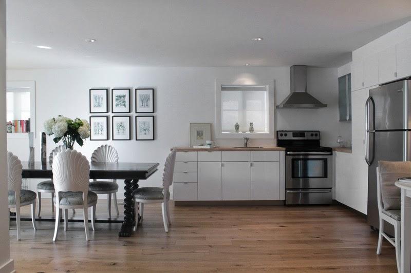 jadalnia, biała kuchnia, aneks kuchenny, stół, krzesła, białe wnętrze