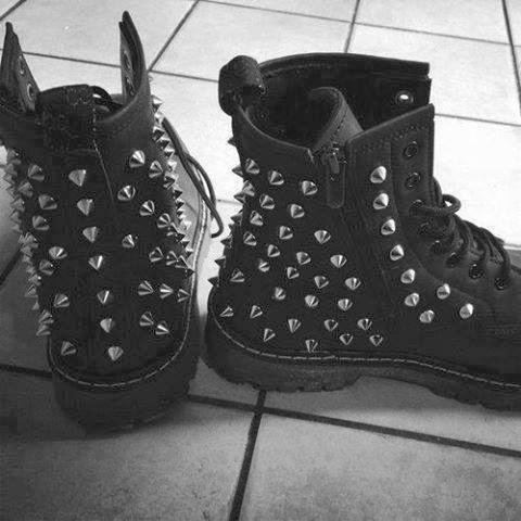 Zapatos chicas de compañia a domicilio