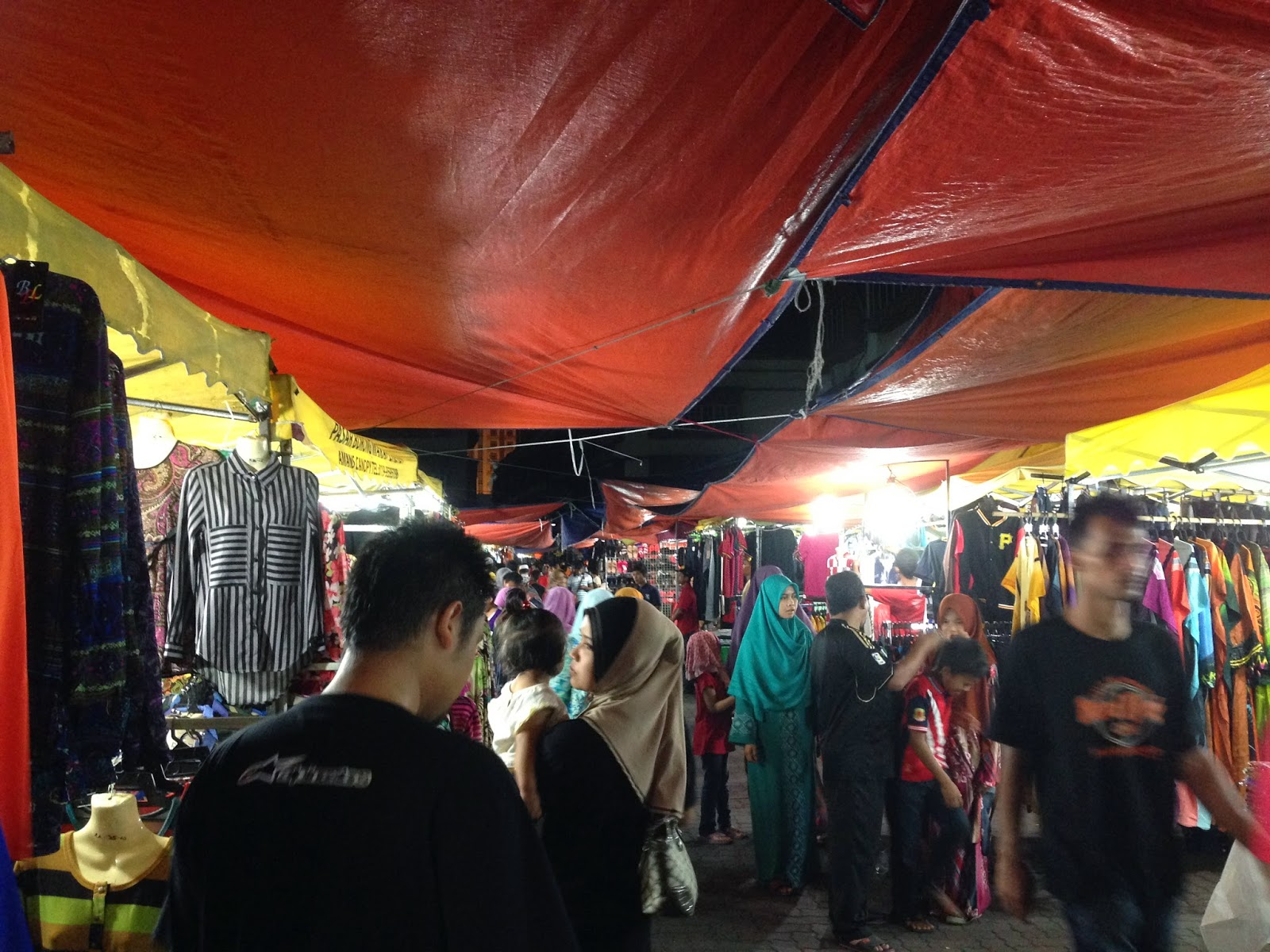 Wakaf Che Yeh at night