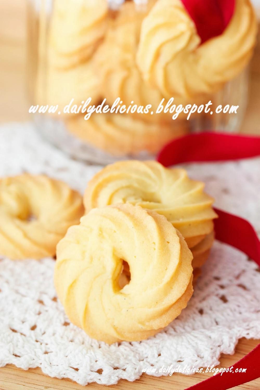 Easy Vanilla Sheet Cake Recipe