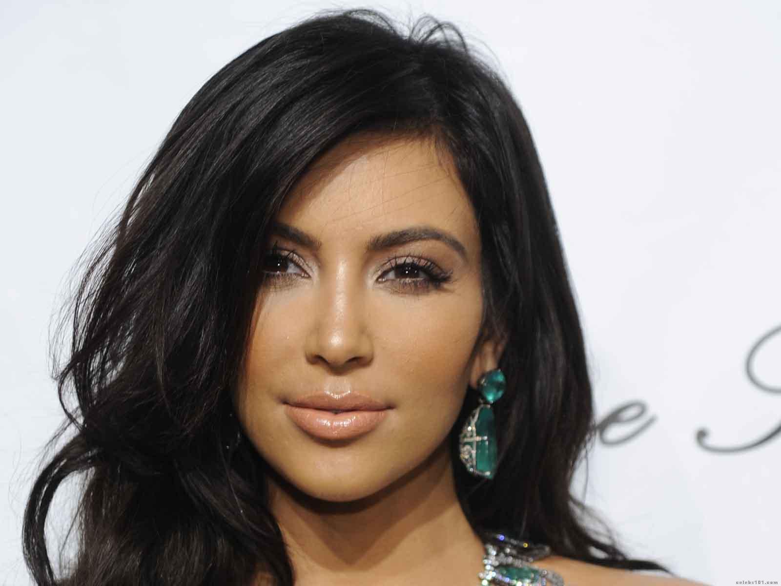 http://1.bp.blogspot.com/-ka6vYTEVLYw/TZHf3aSaLfI/AAAAAAAAAaw/3Aq1e8p2eM4/s1600/Kim_Kardashian_Wallpaper.jpg