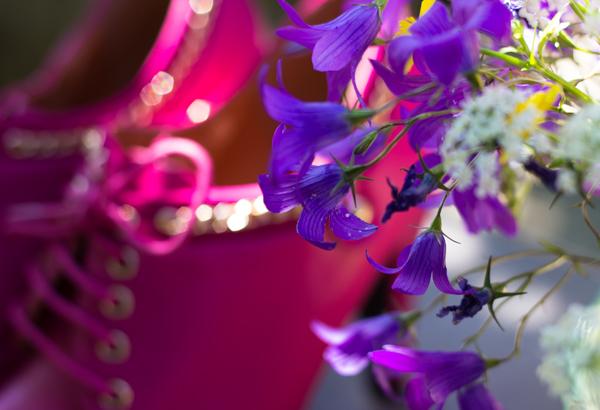 PauMau blogi nelkytplusbloggari nelkytplus pinkit korkkarit chanel ketju nauhakengät harakankello kultaiset somisteet kesäinen kuva