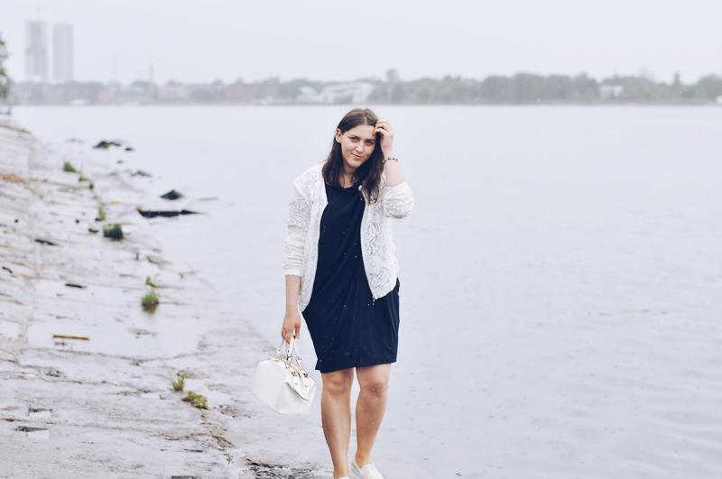 kleita un mežģīņu brīvā laika apavi // dress and crochet plimsolls