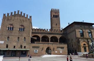 Palacio del Rey Enzo, Torre dell'Arengo y Palacio del Podestà.