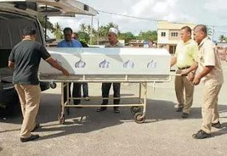 Jenazah Puteri Nur Qristina tiba di Hospital Kemaman untuk bedah siasat
