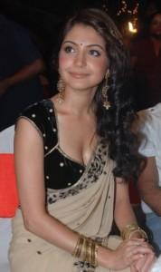 Images Of Desi Indian Girls Anushka Sharma Hot Boobs Glimpse