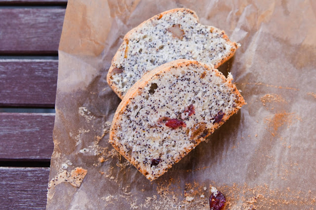 Freckled cake with poppy seeds