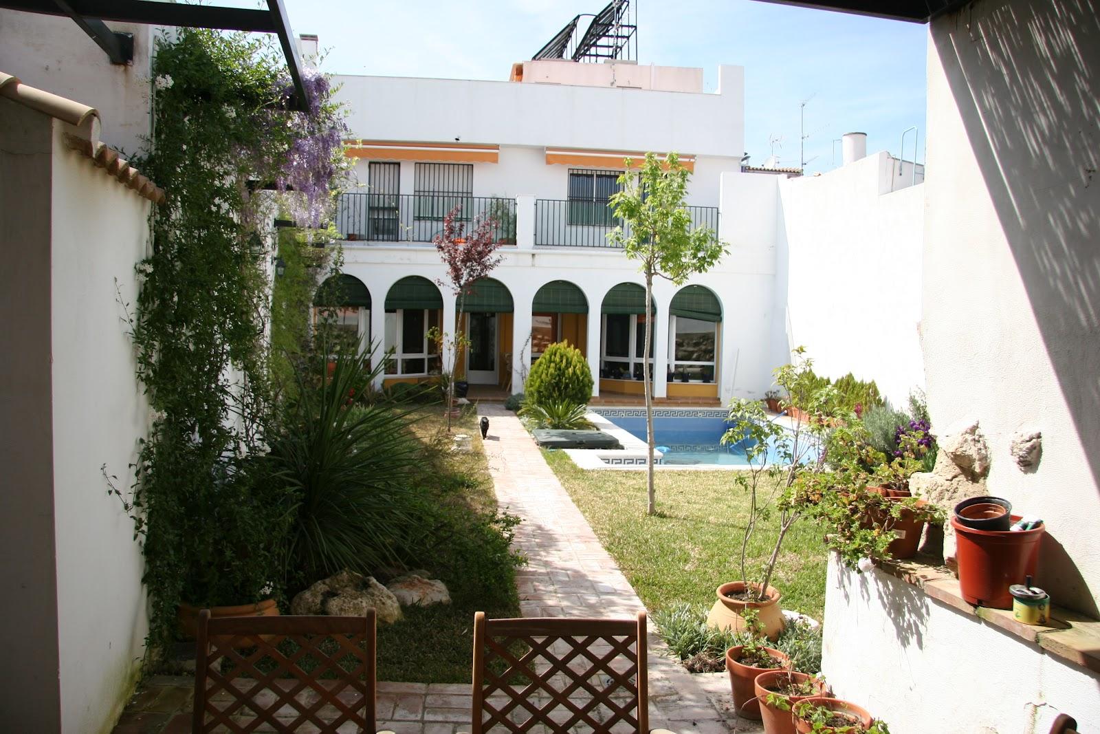 Infocasa inmobiliaria casa con piscina en el centro de cabra - Casa en sabadell centro ...