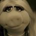 Miss Piggy faz paródia da música 'Hello' da cantora Adele!