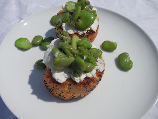 Broad bean, mint and ricotta bruschetta