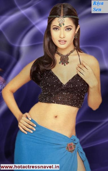Riya Sen Navel Saree