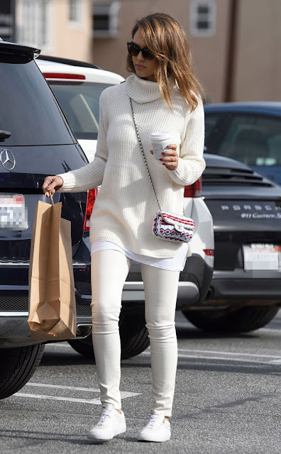 #JessicaAlba, look for less, celebrity wearing winter white, December 2014, celebrity street style