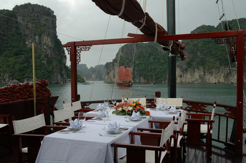 Outside Dinning Table - Dragon Pearl Cruise