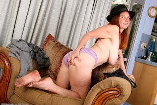 Horny and twerking - bre032TMA_186922076.jpg