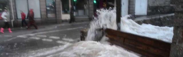 Ondas Inundam Cidade Inglesa em Segundos