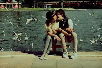 Vallamos lejos, perdámonos entre nuestros besos..