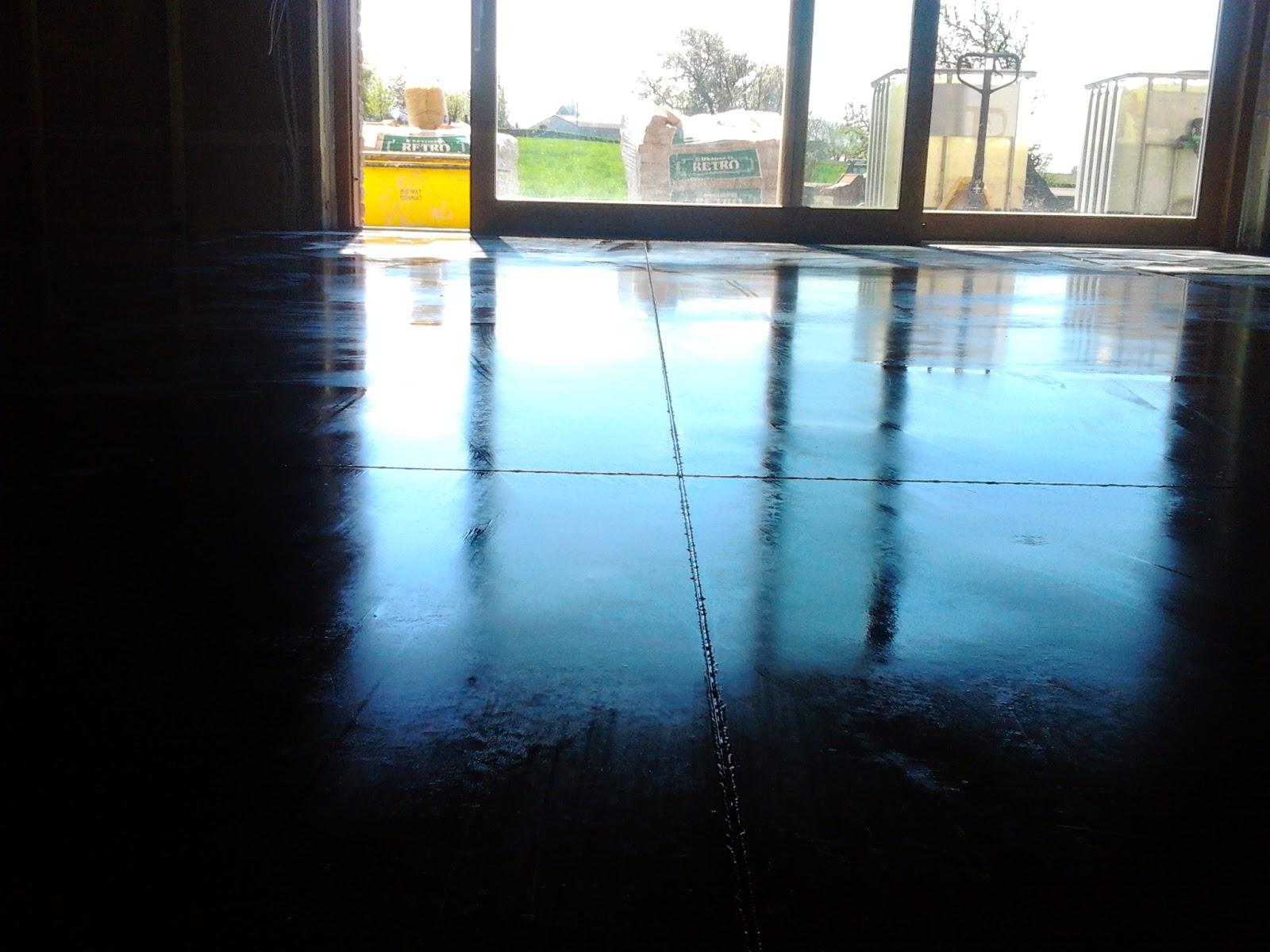 béton lissé sur un chauffage par le sol
