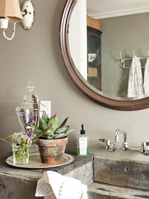 Cottage flavor refreshing cottage bathrooms for Bathroom decor fixer upper