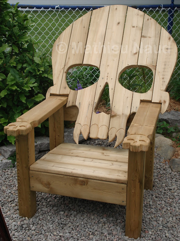 Træ havestol med kranium udskæringer