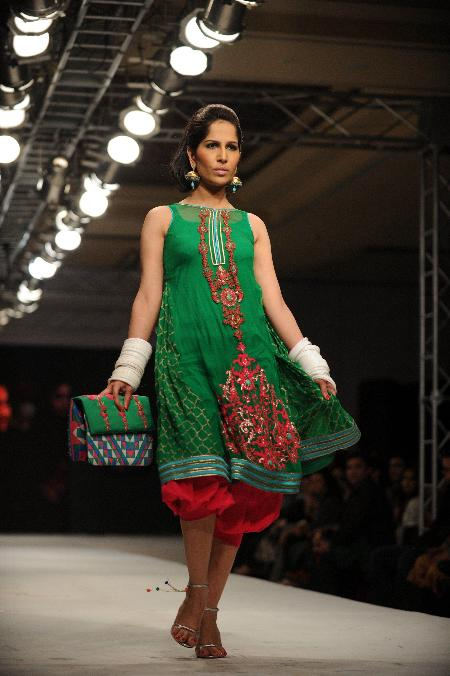 Pics  Pakistani Models at Islamabad Fashion Week wallpapers