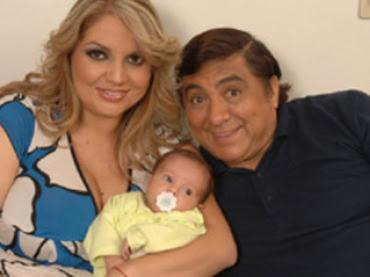 Huicho Domínguez con esposa e hija
