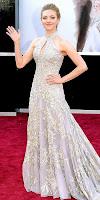 Аманда Сийфрид в дантелена рокля на наградите Оскар 2013
