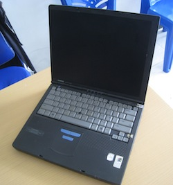 jual laptop kuno compaq armada m700