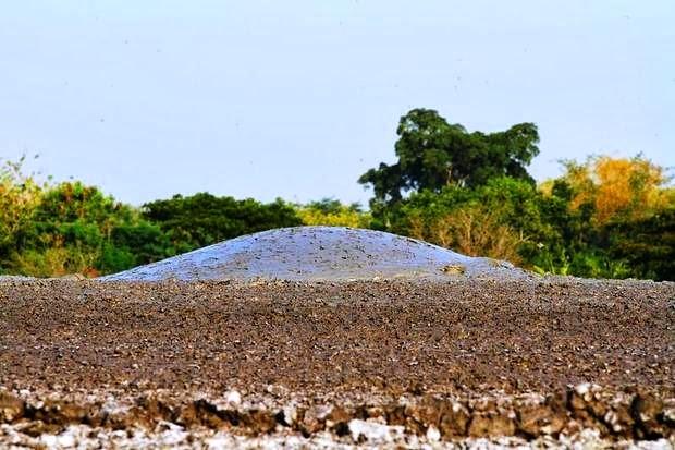 3 صور بركان الطين في اندونسيا او بحيرات الطين المتفجرة