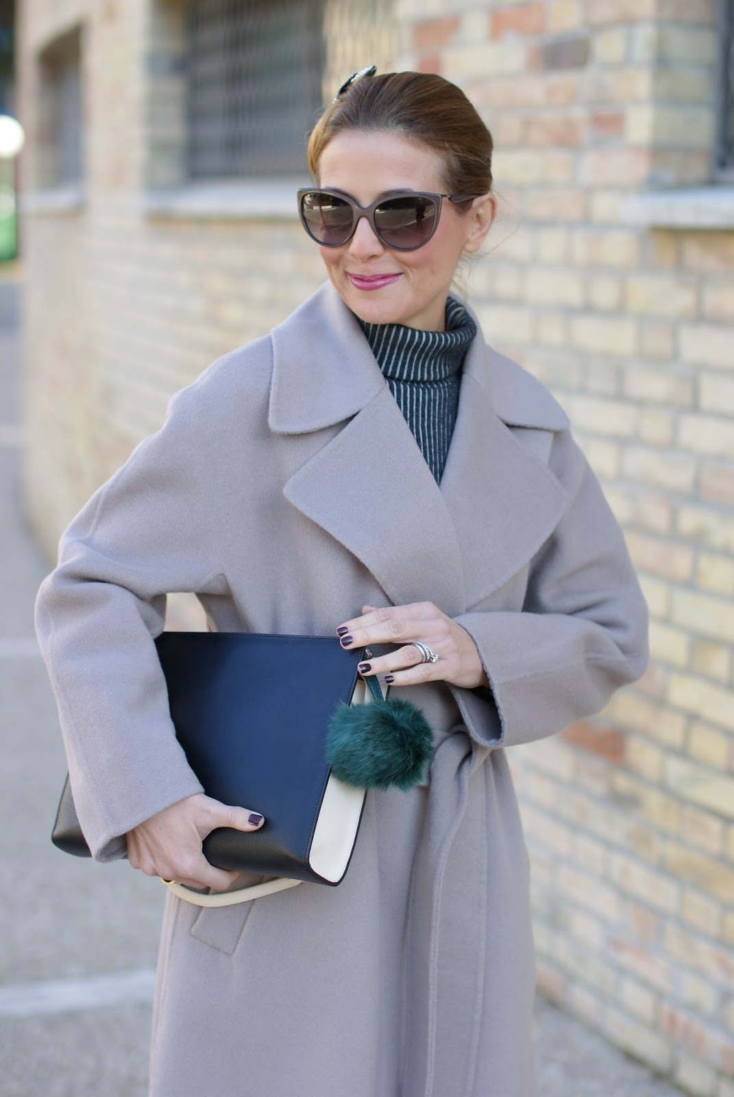 Chic and sophisticated look with a Vogos Mathilda coat, TNS nail polish and faux fur charm on Fashion and Cookies fashion blog, fashion blogger style