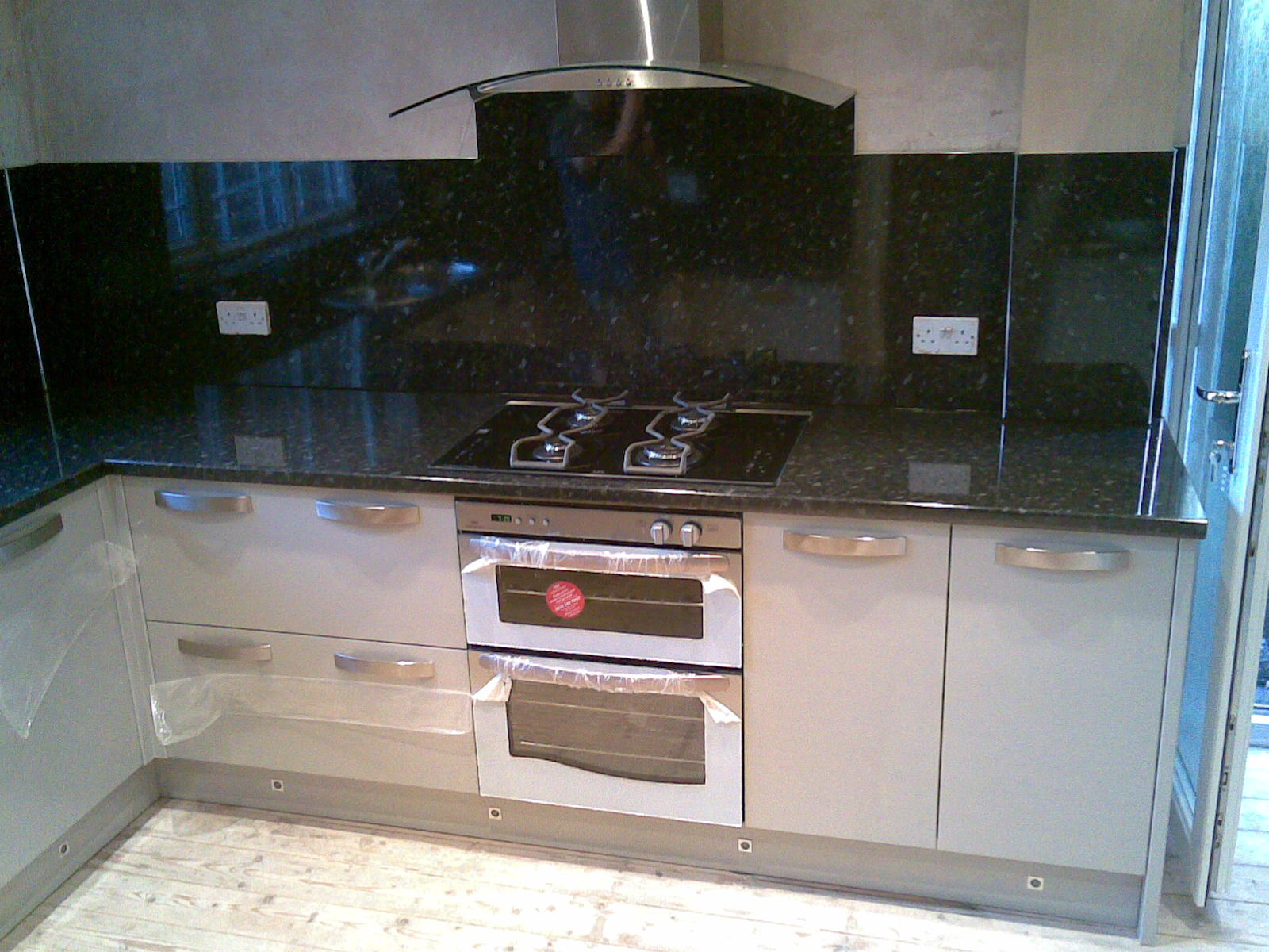 Elm kitchens and joinery howdens with high gloss and backboards - Kitchen backboards ...