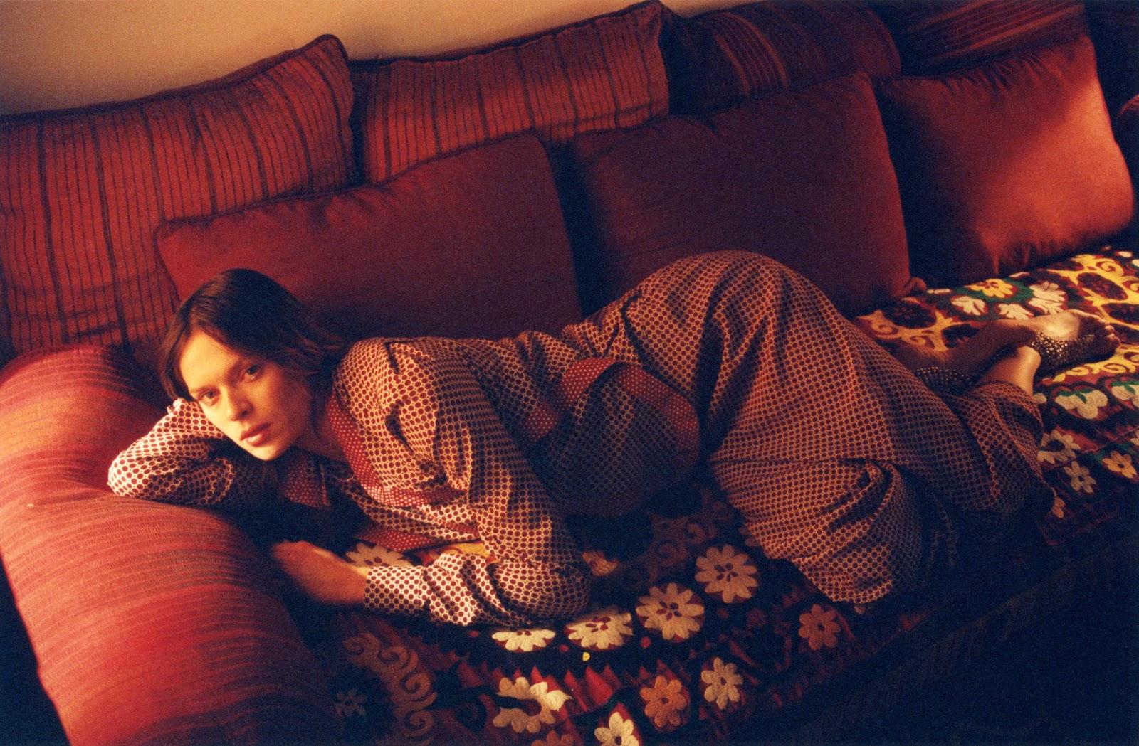 ... disseram-lhe que o coração se enrolava - sem saber - em novelos de lã, difíceis de prever, em dias frios e tristes...