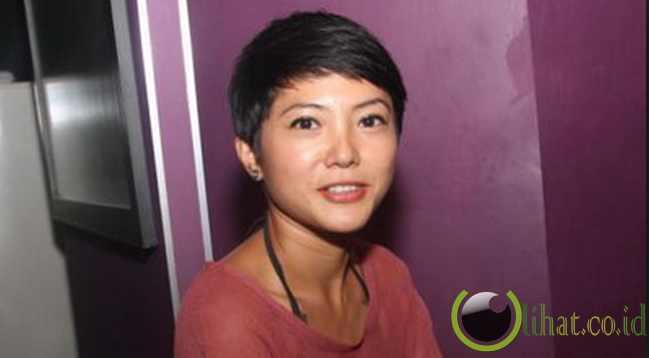Terdambakan Artis Indonesia Cantik Yang Berambut Pendek - Gaya rambut pendek jupe