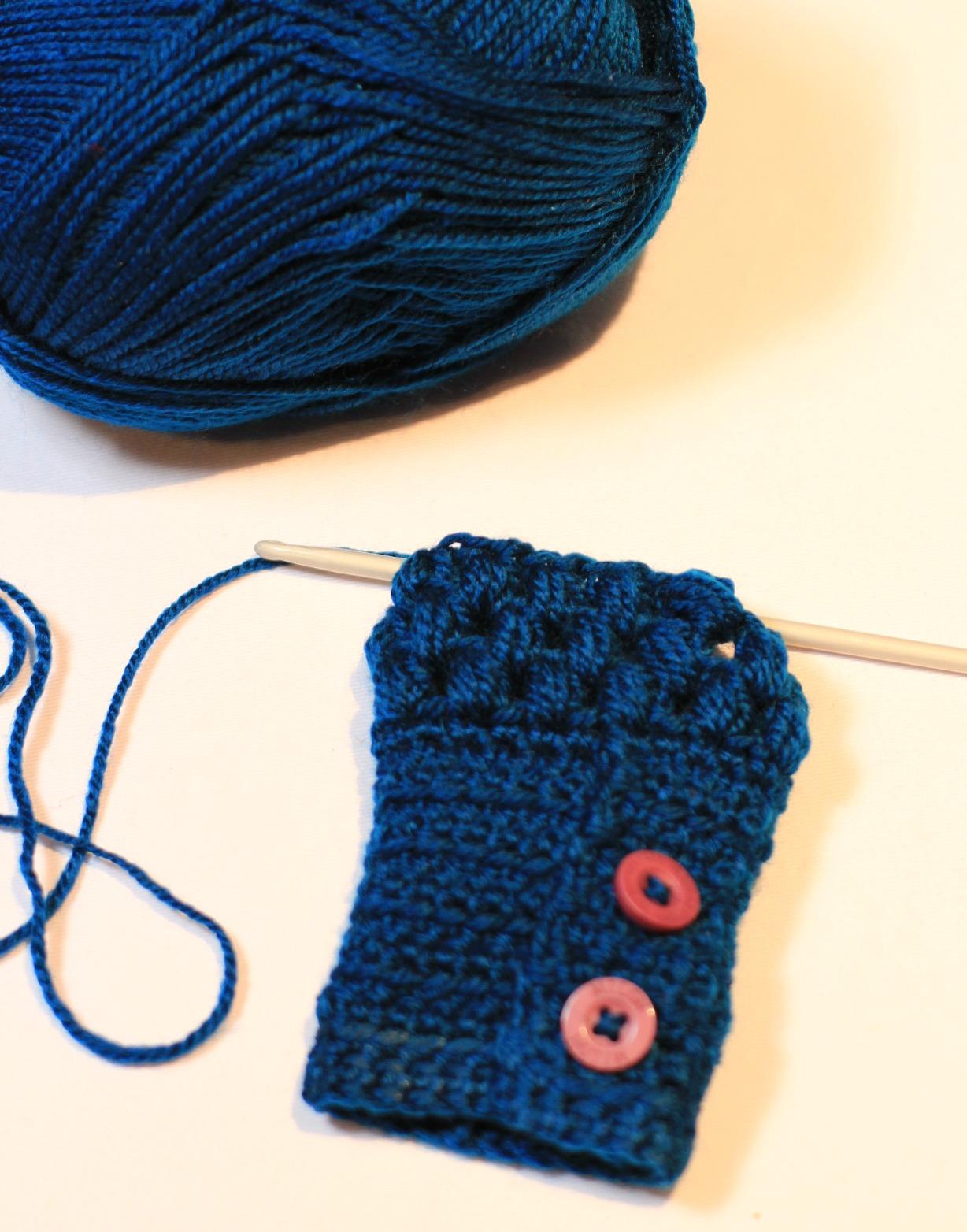 Fingerless gloves crochet pattern for beginners - Row