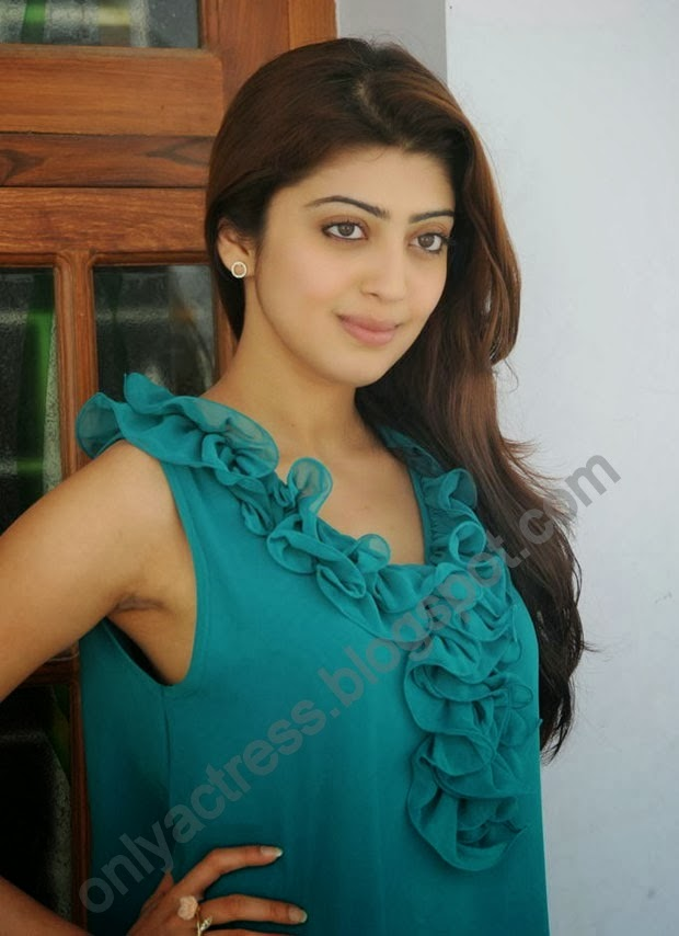 pranitha subhash hot spicy armpits and hot clevage,spicy looking navel without bra